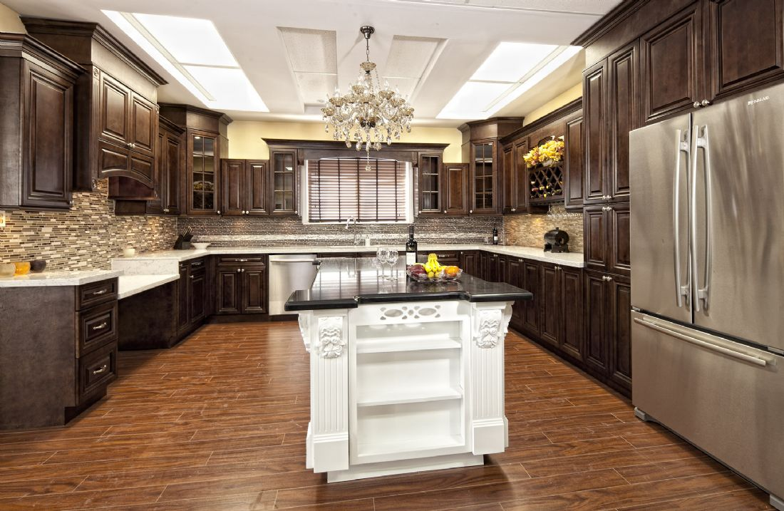 Diamond kitchen cabinets ideas kitchen white green color for Kitchen design zurich